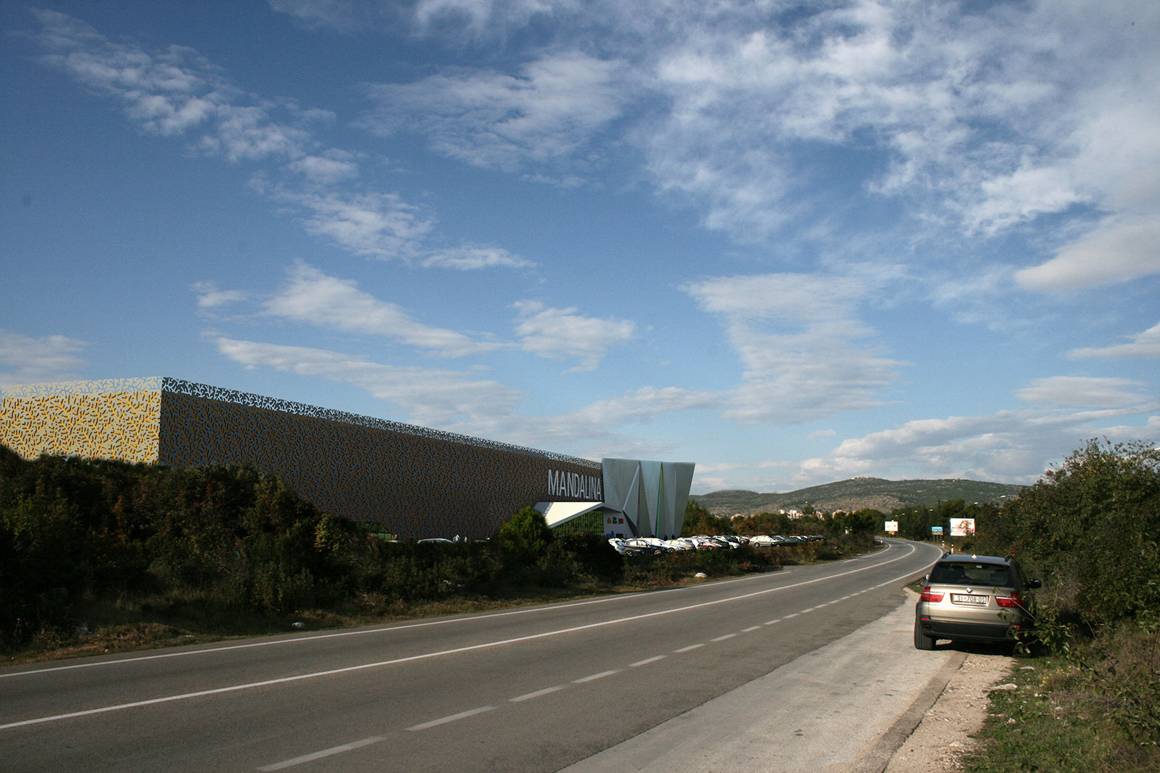 Mandalina trgovački centar, UPI-2M