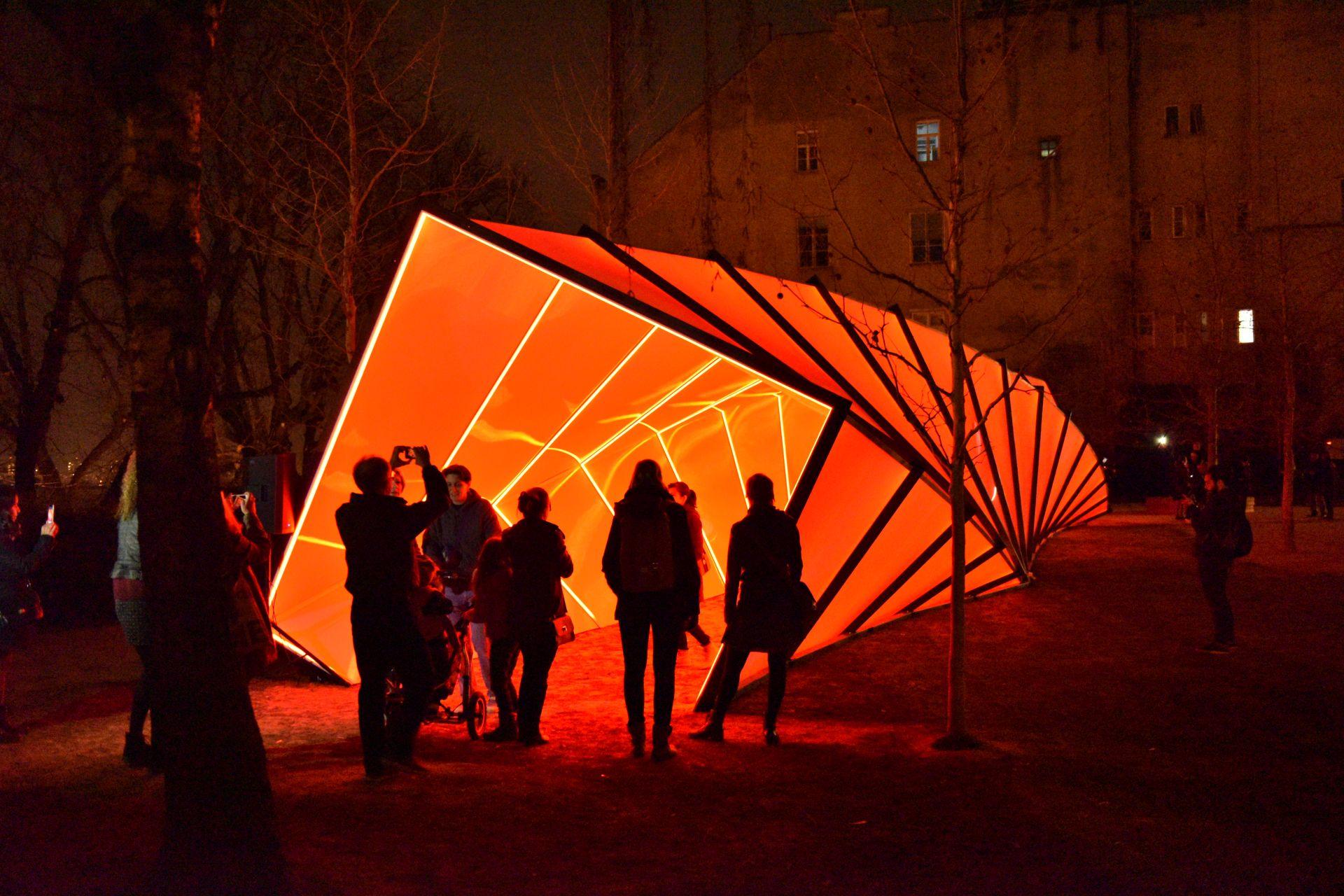 festival svjetla, twisted, konstrukcija, skira, park bele IV, zagreb, hrvatska, croatia, upi-2m